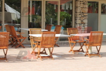 качествени дървени столове с различен вид и размер