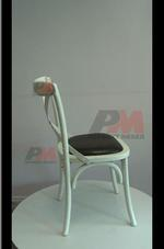 евтини дървени виенски столове Тонет, подходящи за навън