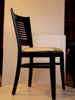 дървени столове с дамаска с облегалка