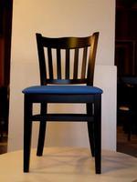 дървени столове с дамаска за общественни заведения