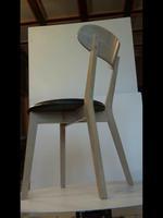 комфортни дървени столове за закрито