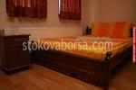 масивна спалня  с нощно шкафче