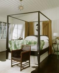 Модерна спалня с балдахин