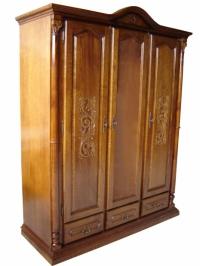 Дизайнерски гардероб с дърворезба