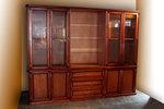 дървени шкафове и витрини за хол