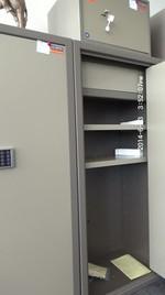 Метални сейфове за документи и пари, с различни размери