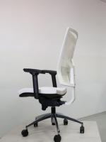 офис столове в бял цвят с кожа или дамаска луксозно изпълнение