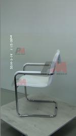 ефектно изпълнение на офис столове в бял цвят